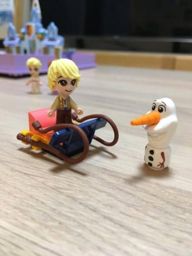 レゴディズニーアナとエルサのプリンセスブックそりに乗る