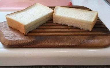 セブンプレミアム金の食パンをカット