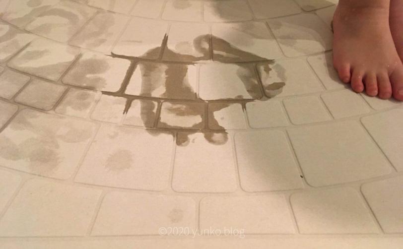 楽天「なのらぼ足快バスマット」珪藻土バスマットに5歳使用後1秒