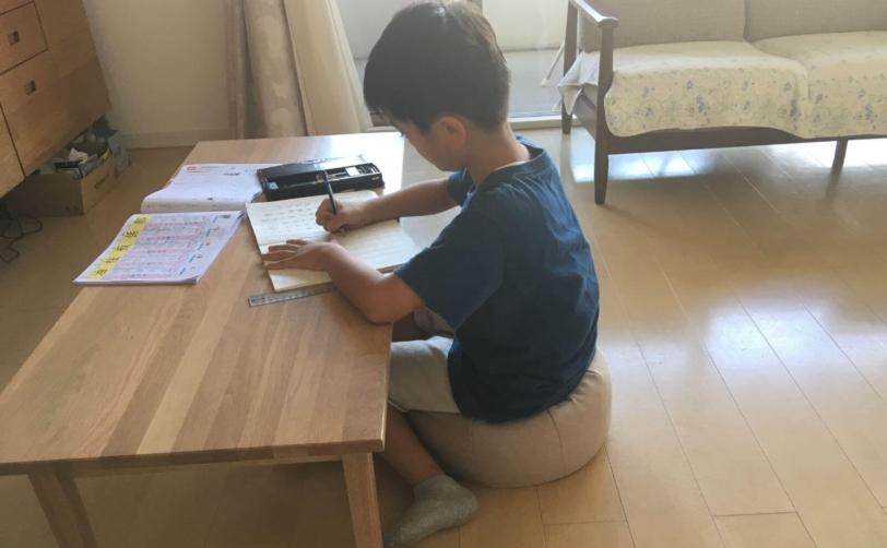 床に座れるフロアクッションPOTE-CHI子供の使用感